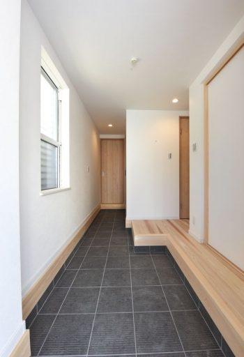 玄関から見えない場所にひっそりとたたずむ洗面スペース02