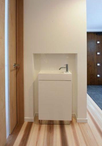 玄関から見えない場所にひっそりとたたずむ洗面スペース01