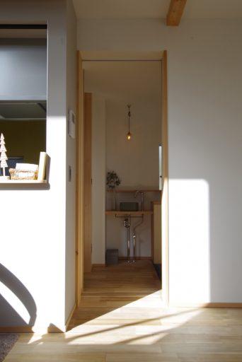 玄関の小さなコーナーに洗面台をプラス02