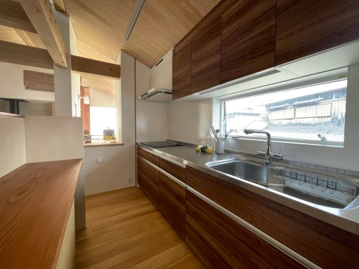 伊丹にあるモデルハウスのキッチンと食洗器